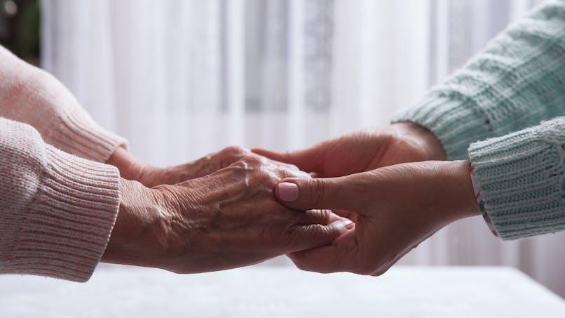 Aidants familiaux : un congé indemnisé dès 2020 selon Agnès Buzyn