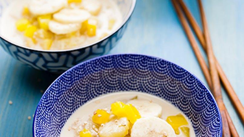 Soupe de lait de coco ananas banane