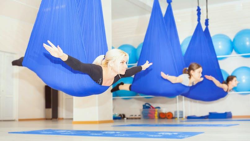 Le yoga aérien Fly Yoga pour apprendre à lâcher prise en s'amusant