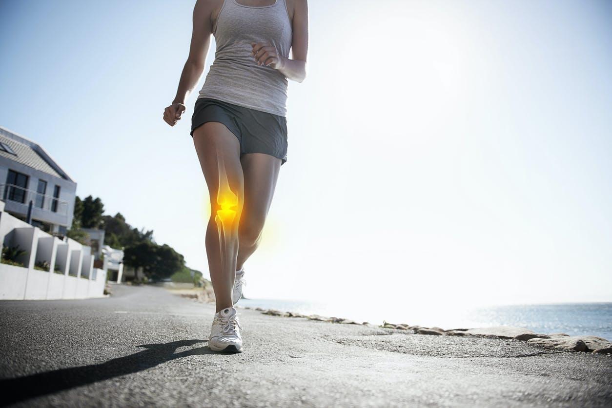 Tendinite du genou : 3 exercices de rééducation | Santé Magazine