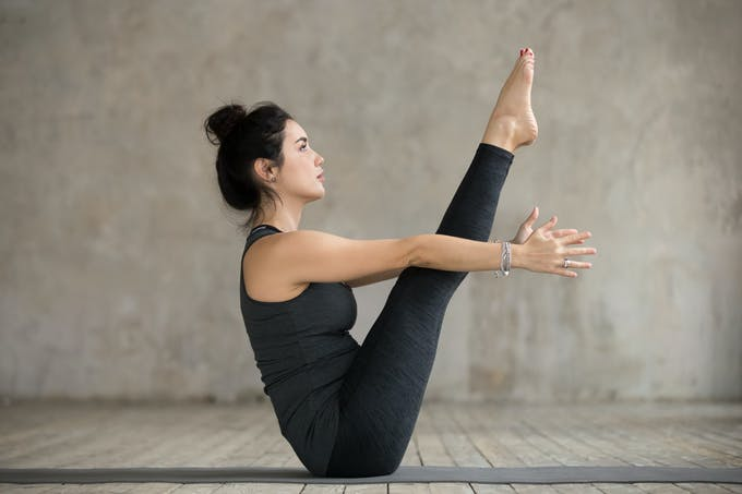 Yoga posture du bateau ou navasana