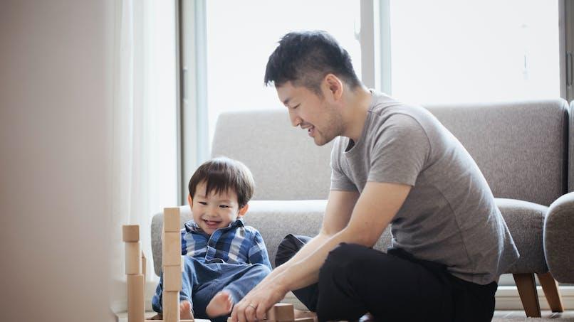 Les hommes qui s'impliquent dans leur rôle de père seraient plus jaloux que les autres