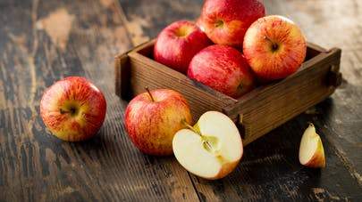 """Une pomme contiendrait 100 millions de """"bonnes"""" bactéries"""