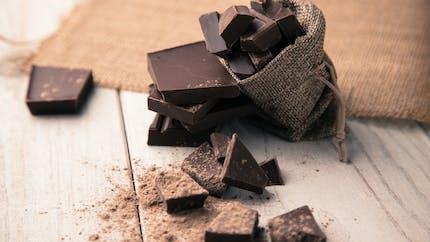 Chocolat noir : en consommer régulièrement réduirait le risque de dépression