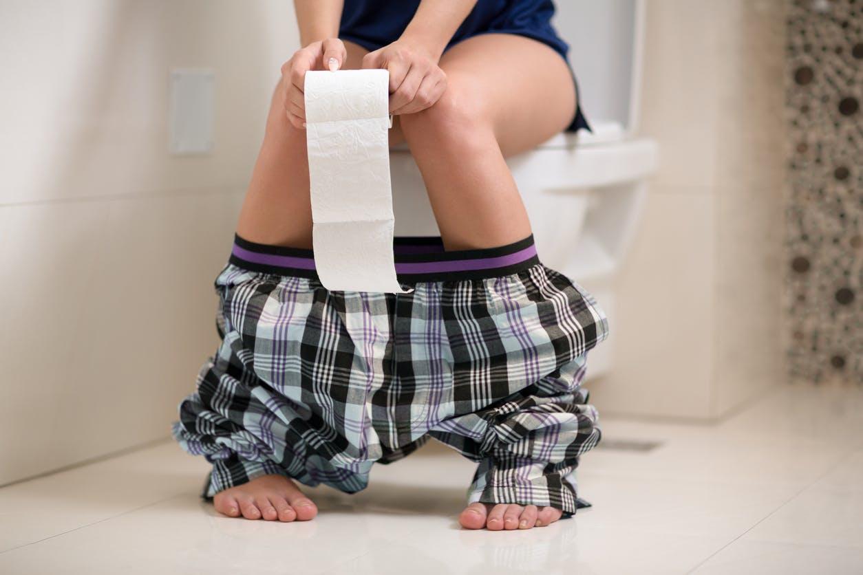 Pourquoi notre urine sent-elle parfois mauvais ? | Santé ...