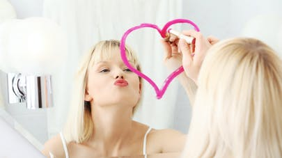 Maquiller ses lèvres fines