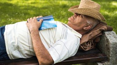 Alzheimer : faire la sieste, un signe précoce ?