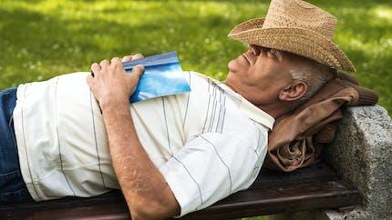Alzheimer : les siestes en journée pourraient être un signe d'alerte précoce