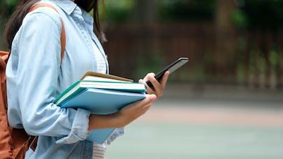Les réseaux sociaux sont plus dangereux pour les jeunes filles