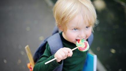 """Des dentistes britanniques demandent des écoles """"sans sucre"""""""