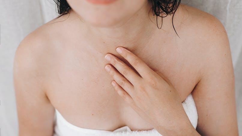 5 raisons qui expliquent de l'acné sur les seins