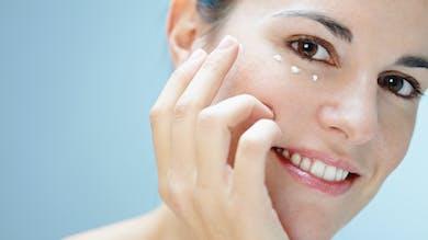 Quels soins choisir pour prévenir les rides autour des yeux?