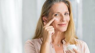 Quels soins, maquillage et massages contre les cernes et les poches ?