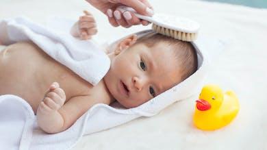 Pourquoi les bébés perdent-ils leurs cheveux ?
