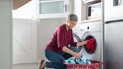 Les machines à laver peuvent héberger des bactéries dangereuses