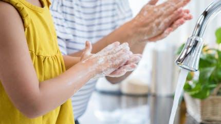 Lavage des mains : pourquoi il faut préférer le savon aux gels hydroalcooliques
