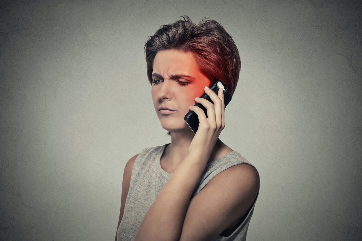 Téléphones portables : l'Anses dresse un état des lieux des risques d'expositions aux ondes