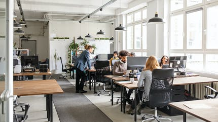 Sédentarité : voilà à quoi ressemblera un employé de bureau en 2040 (vidéo)