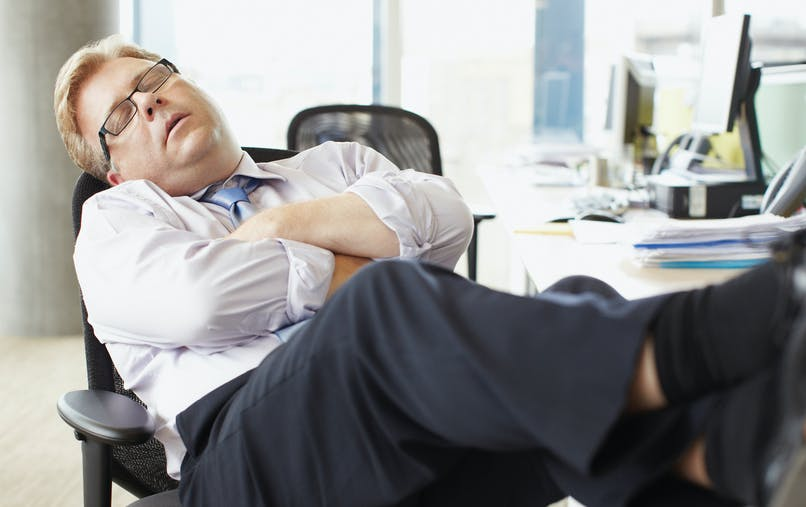 Somnolence : la faute aux graisses saturées et aux glucides