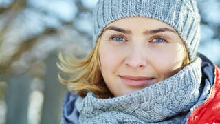 Peau sensible: les gestes douceur pour protéger votre visage du froid