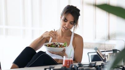 Femme et repas