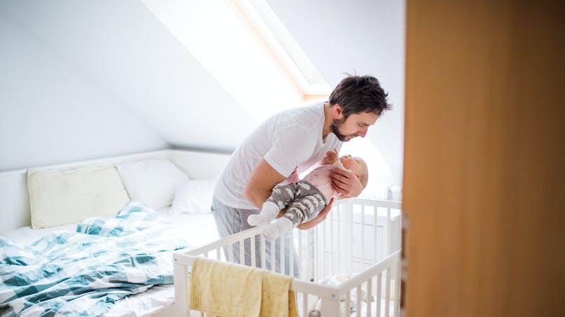 Protéger bébé des polluants : l'Ademe publie un guide pour les parents