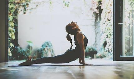 Le yoga comme traitement de la lombalgie chronique améliore également le sommeil