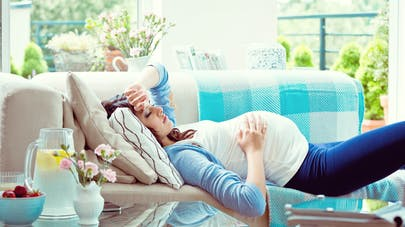 femme enceinte couchée