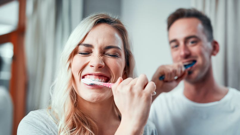 Se brosser les dents, un geste qui protège aussi le coeur