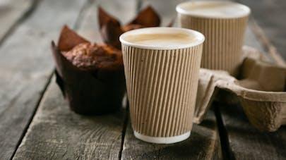Boissons chaudes hivernales : jusqu'à 23 morceaux de sucre par tasse selon une étude