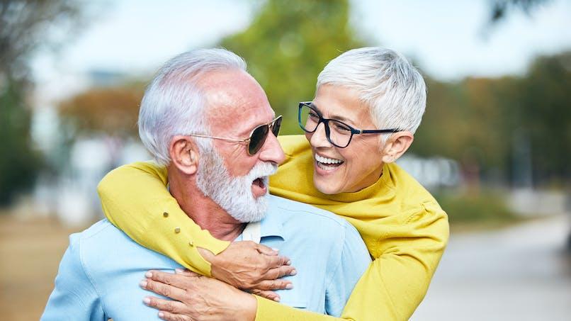 Faire des rencontres après 50 ans : que penser des sites pour seniors ?