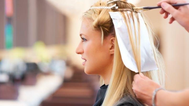 Les colorations permanentes pour cheveux peuvent augmenter le risque de cancer du sein