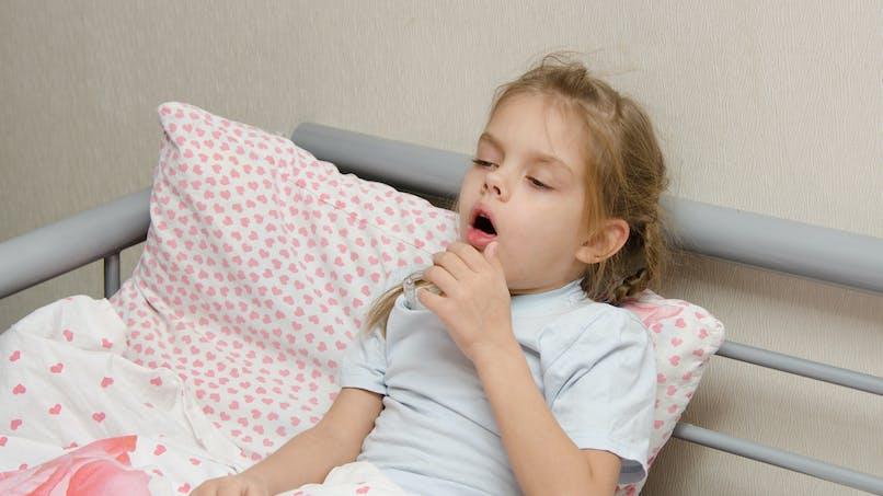 Mon enfant a une pneumonie, comment le soigner ?