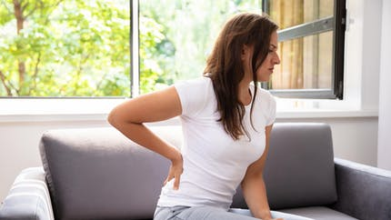 Mal de dos dû à la spondylarthrite : comment soulager les douleurs ?