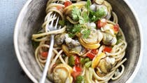 Spaghettis aux amandes de mer et petits légumes