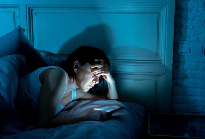 Mieux dormir : opter pour un couvre feu digital