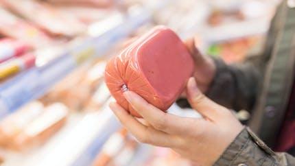 Nitrites ajoutés: des organismes rappellent leur impact sur le nombre de cancers en France
