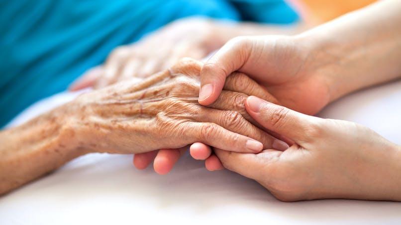 Sédation profonde : les traitements devraient être accessibles à domicile, plaide la HAS