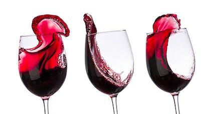 Alcoolisme : verres de vin rouge