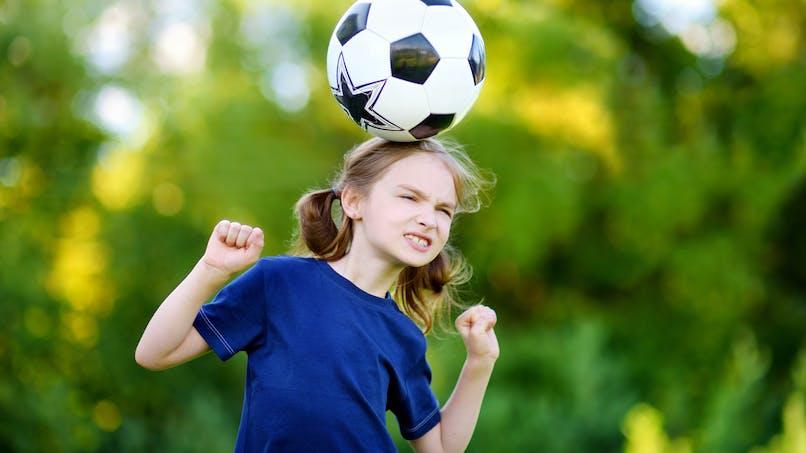 Têtes à répétition au foot : pourquoi ça n'est pas du tout une bonne idée