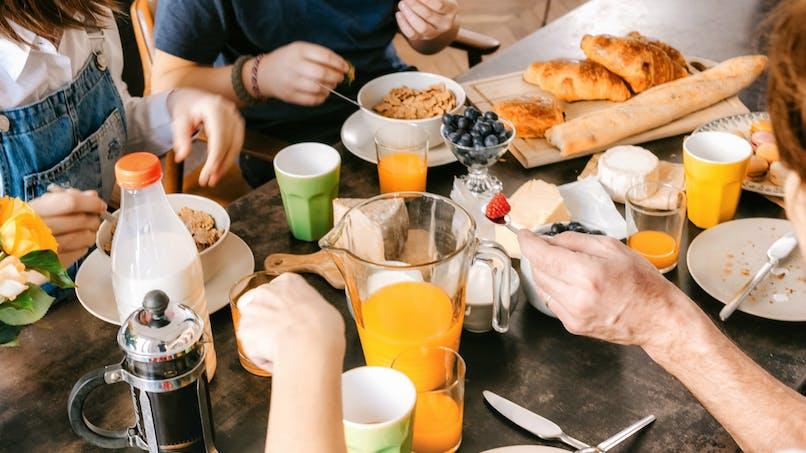 Les personnes qui mangent un gros petit déjeuner peuvent brûler deux fois plus de calories