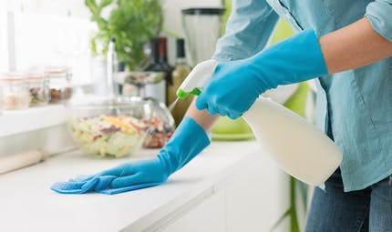 Comment bien désinfecter les différentes surfaces en période d'épidémie ?