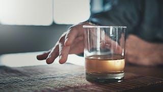 Comment confiner des millions de Français dépendants à l'alcool, au tabac et autres drogues ?