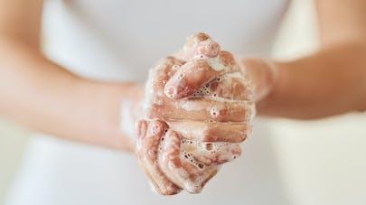 Mains irritées par des lavages fréquents : que faire ?