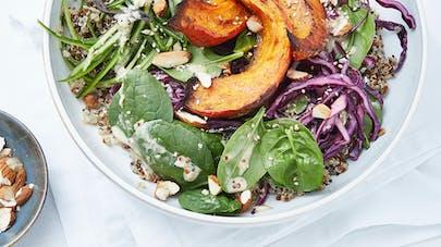 Bowl de quinoa au potimarron, épinards et chou rouge