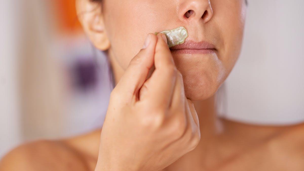 Epilation visage : quelle technique contre le duvet au-dessus des lèvres ?