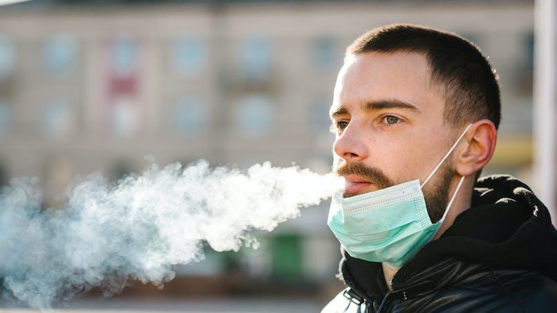L'OMS déclare les fumeurs plus à risque de formes graves de Covid-19