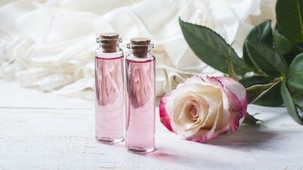 7 bienfaits santé de l'eau de rose