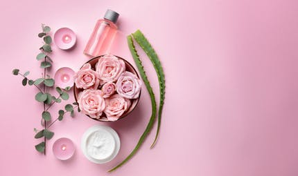 Trois recettes beauté DIY à base d'eau de rose