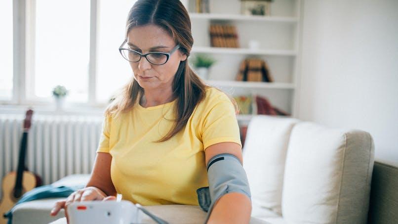 L'hypertension artérielle doublerait le risque de décès liés au COVID-19